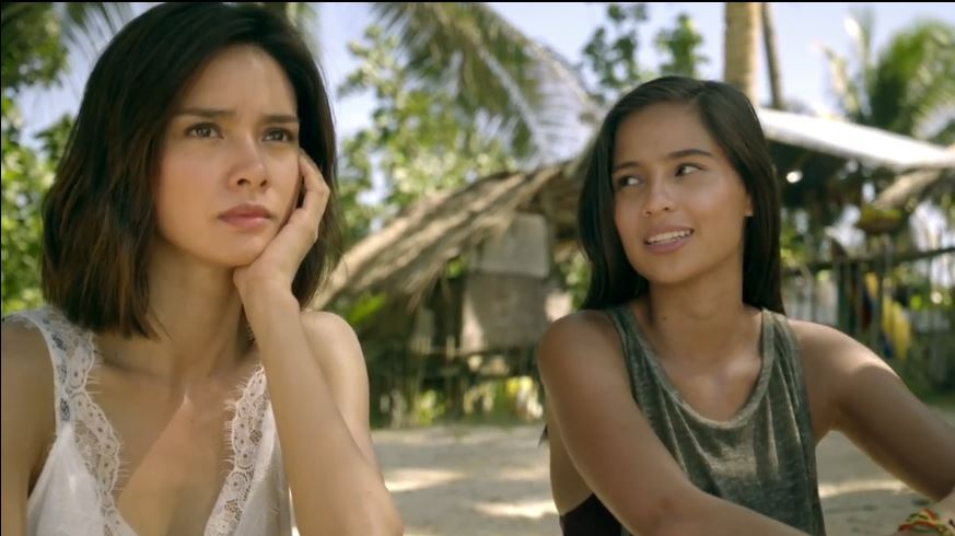 Erich Gonzales as Laura and Jasmine Curtis-Smith as Abi in 'Siargao'