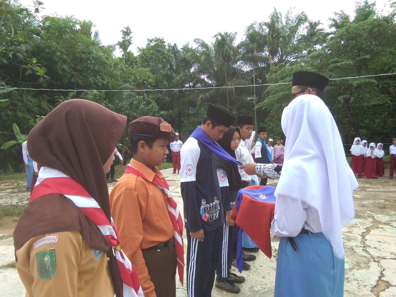 Kepala MTs Nurul Huda Lantik Anggota PMR, OSIS, dan Pramuka Masa Bakti 2018/2019