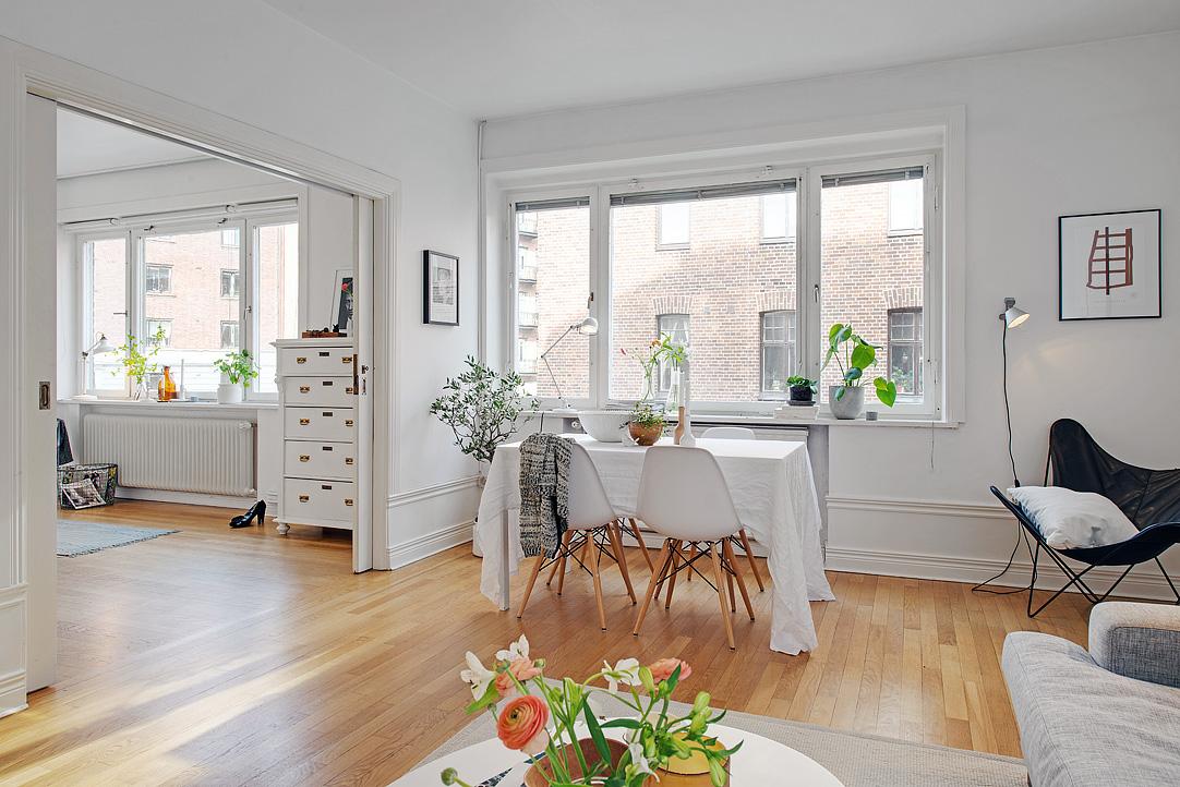 Una pizca de hogar piso 10 minimalista con toques retros for Pisos blancos minimalistas