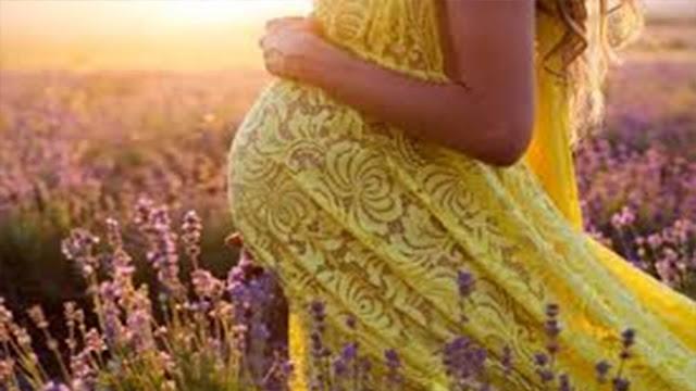 تفسير حلم ولادة البنت للعزباء