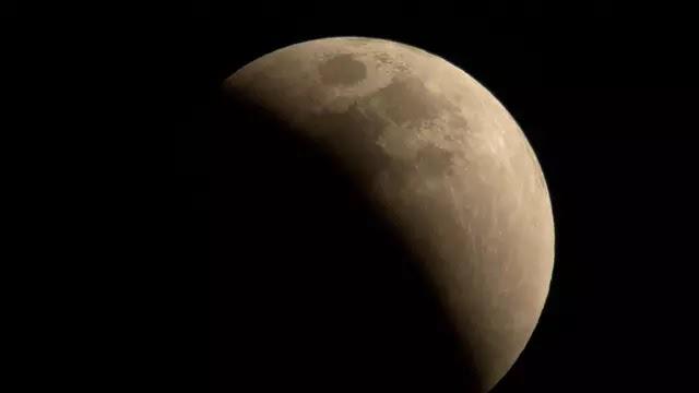 Shalat Gerhana Bulan Setelah Shubuh, Bolehkah?