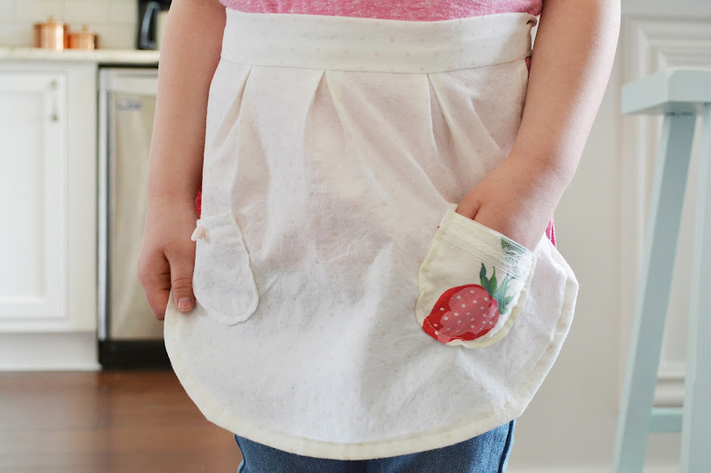 https://www.etsy.com/listing/517855417/strawberry-shortcake-aprons-vintage?ref=shop_home_active_27