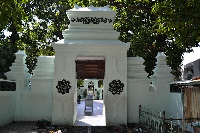 Wisata Religi Makam Sunan Giri Gresik, Fasilitas Dan Rute Lengkap Terbaru 2019