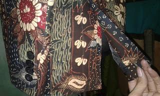 Belahan samping jas batik