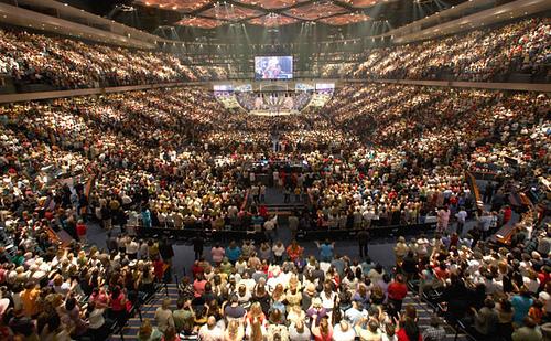 Culto en mega iglesias