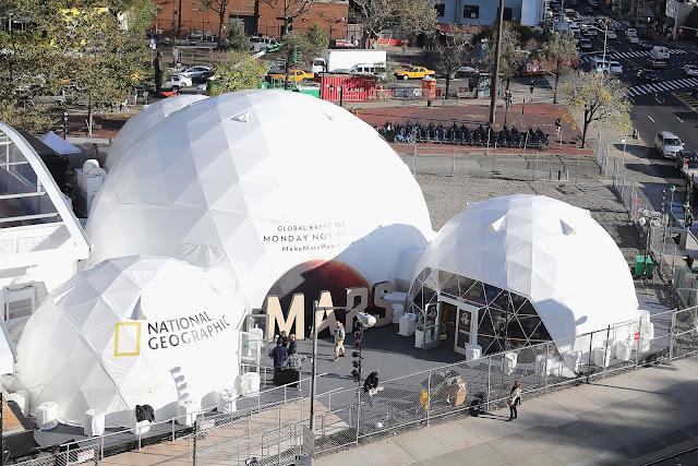 """Buổi họp báo giới thiệu series """"Mars"""" của National Geographic tại thành phố New York được tổ chức trong những khu giả lập môi trường Sao Hỏa."""