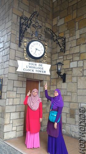 Kembar Sal dan Na dengan Clock Tower