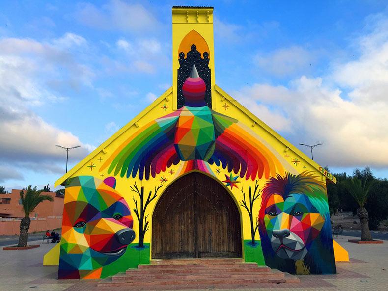 Okuda San Miguel envuelve una iglesia de Marruecos en un mural geométrico vibrante