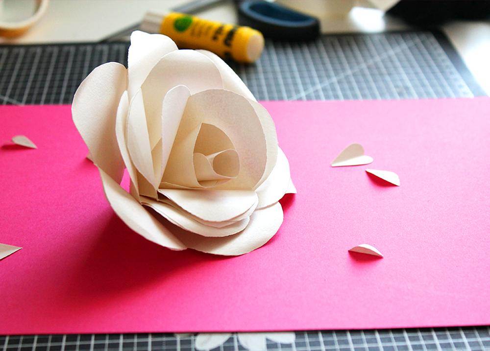 fabriquer une rose avec du papier
