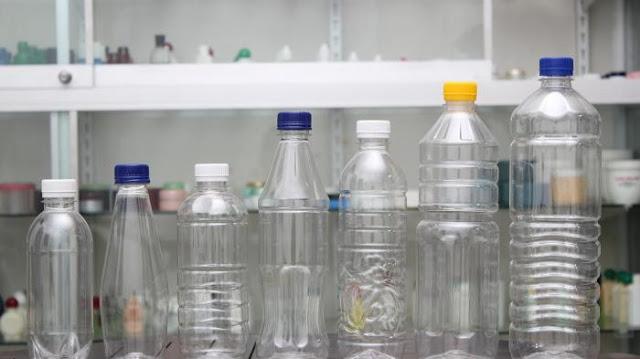 Awas botol plastik bekas air mineral tidak boleh di isi ulang.. Ini bahayanya yang harus kamu ketahui !!!