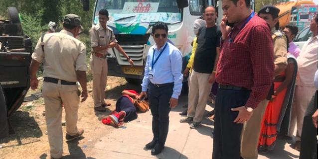 अच्छा काम/ कलेक्टर ने घायल को अपनी CAR से अस्पताल भेजा | MP NEWS