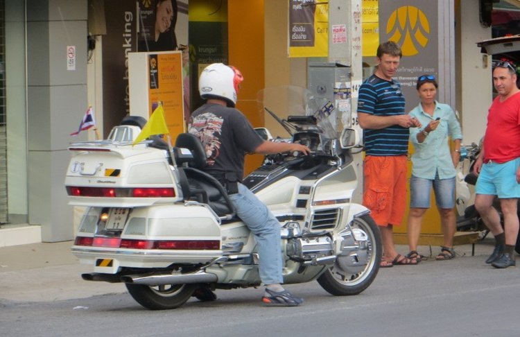 Honda Gold Wing белого цвета
