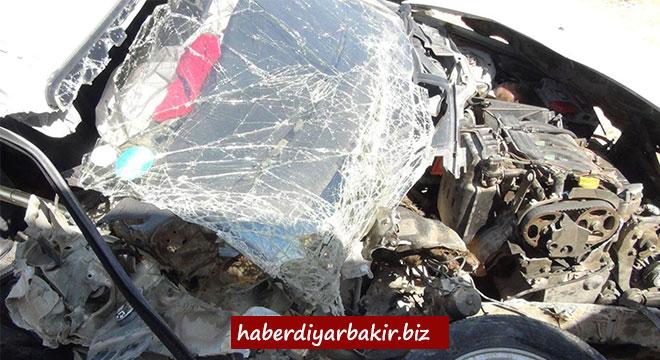Çınar Göksu Barajı yakınlarında kontrolden çıkan otomobil bariyerlere çarptı: 1 ölü