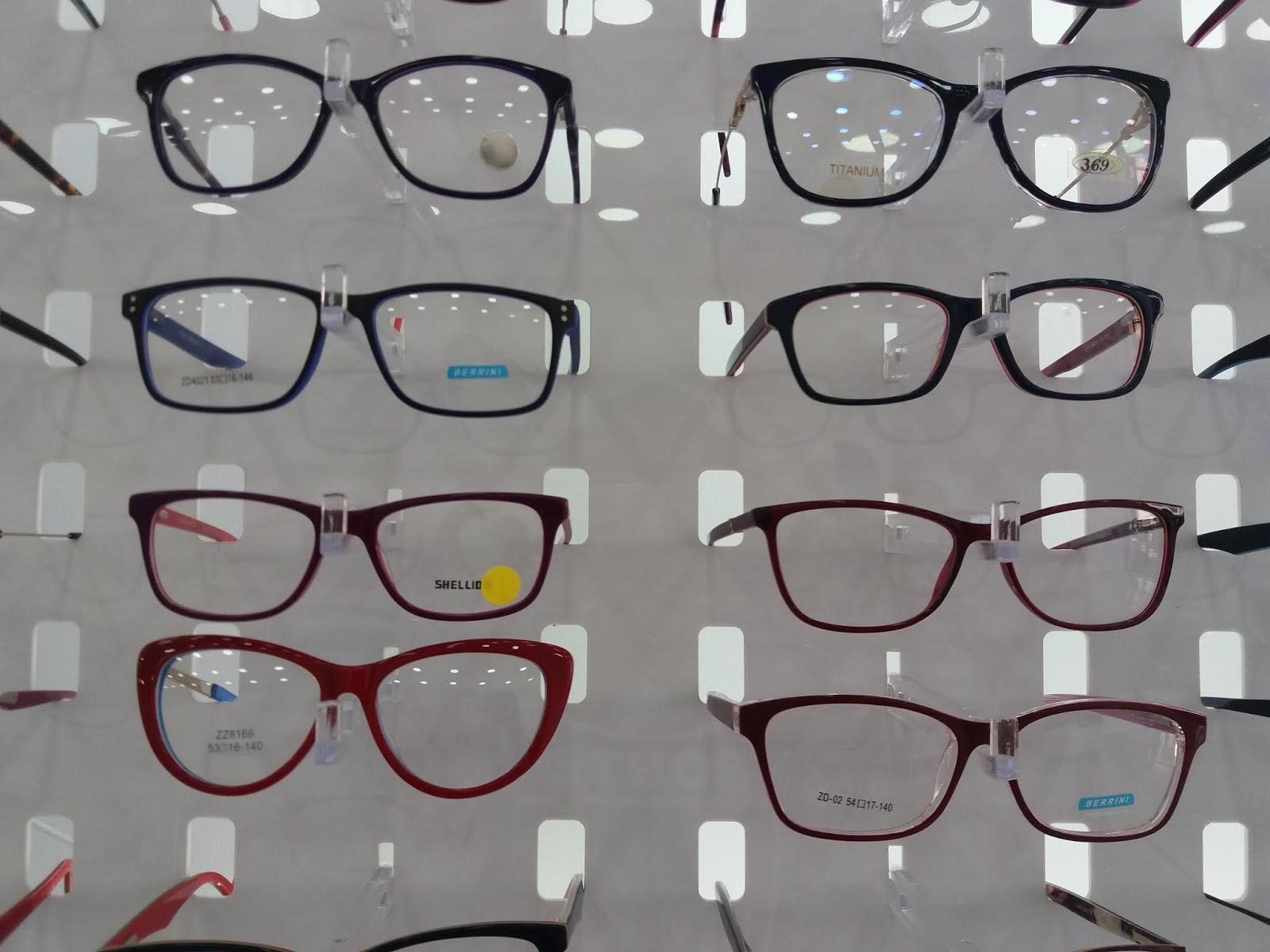 Muita gente precisa de óculos de grau nem que seja para descanso e bem  sabemos que normalmente o preço é bem salgado, porém eu conheci uma loja no  Brás que ... fc663e4c41