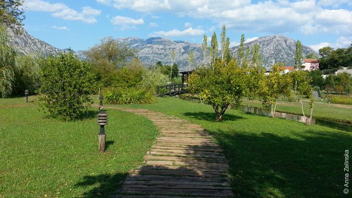 Просторный парк ресторана Чертовича Млини, Черногория