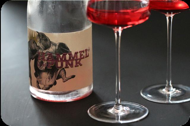 Hammel Punk Rosé zu Ceviche (Kabeljau), Malvensorbet, Pink Grapefruit, Sanshopfeffer, Gänseblümchen und ein Hammel [Supperclub] | Arthurs Tochter kocht. von Astrid Paul