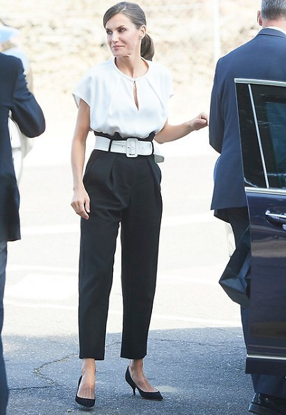 Hugo Boss trousers, Massimo Dutti blouse, Nina Ricci pumps, Uterque clutch, Gold and Roses gold earrings and Karen Hallam