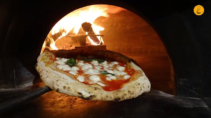 Pizza margarita en horno de leña Grosso Napoletano, Grosso Napoletano Santa Engracia, Grosso Napoletano Hermosilla