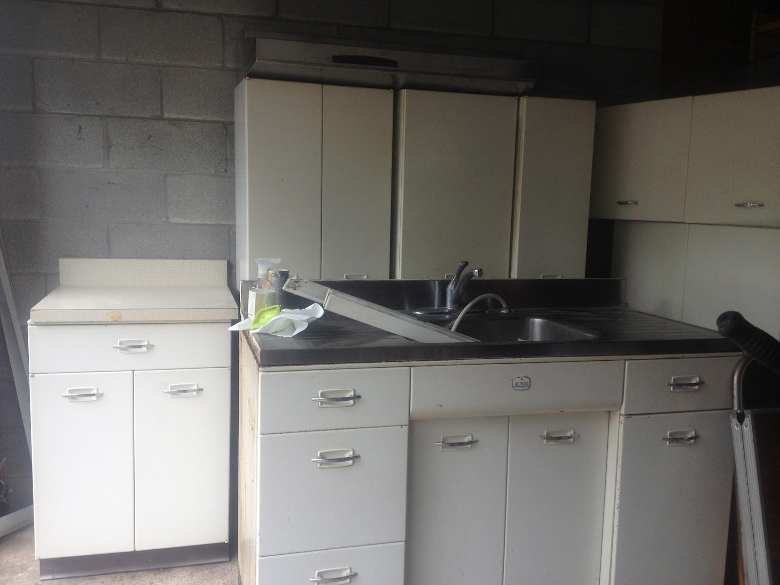 vintage metal kitchen cabinets. Black Bedroom Furniture Sets. Home Design Ideas