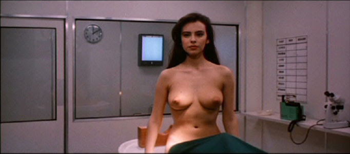 Mathilda May en una secuencia de Lifeforce (Fuerza Vital)