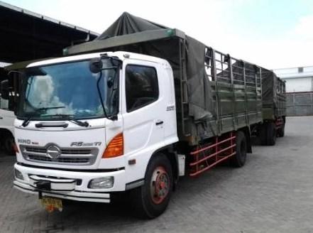 gambar truk hino gandeng panjang