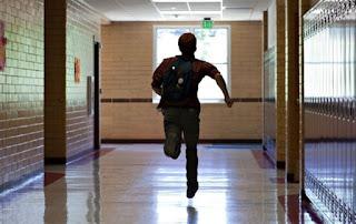 berlarian ke kelas