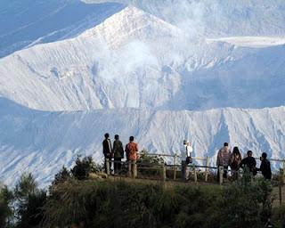 bukit kingkong Tempat Alternatif Melihat Sunrise di Bromo