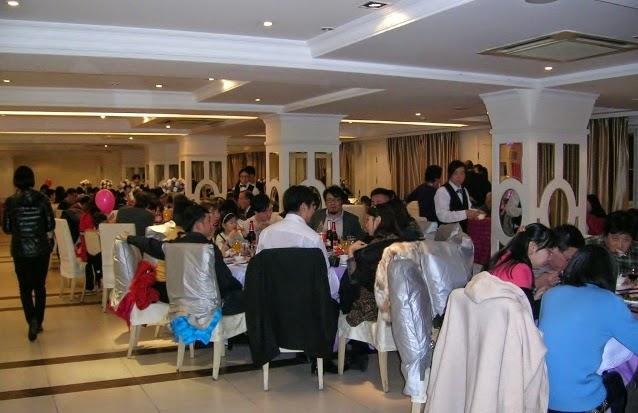 披露宴に招待された人々