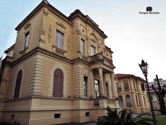 Vista ampla da fachada e lateral do Museu da Energia de São Paulo - Campos Elíseos - São Paulo