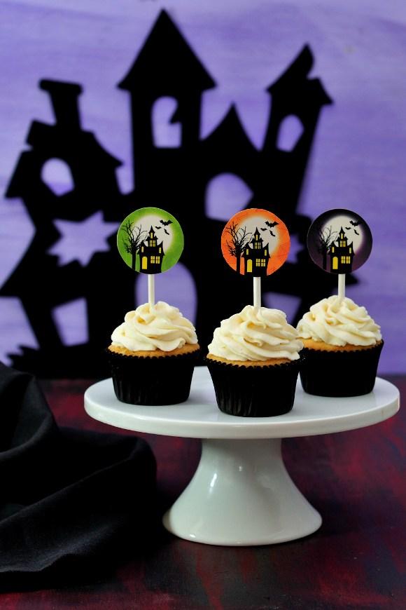 DIY Halloween Haunted House Cupcakes - via BirdsParty.com