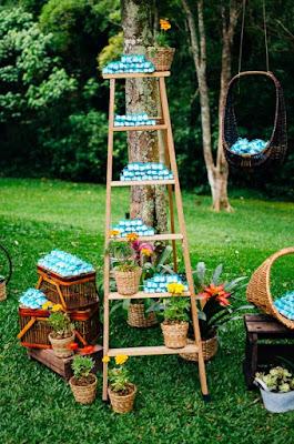 Escada de madeira para expor os bem casados