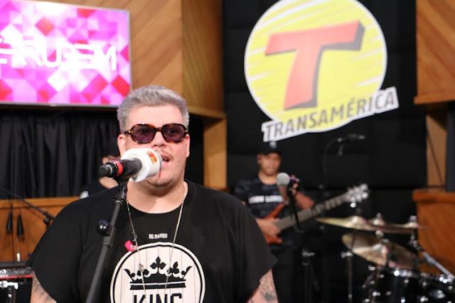 A apresentação do pagodeiro Ferrugem aconteceu na última quinta-feira (13), na sede da emissora de rádio em São Paulo (Foto: Luiz Fanari / Divulgação / Rádio Transamérica)