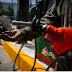 Precios de gasolina suben en México y bajan en EstadosUnidos