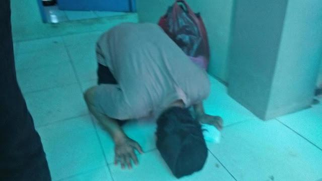 9 Bulan Ditahan Tanpa Dosa, Tajudin Si Penjual Cobek Akhirnya Sujud Syukur Setelah Hirup Udara Bebas