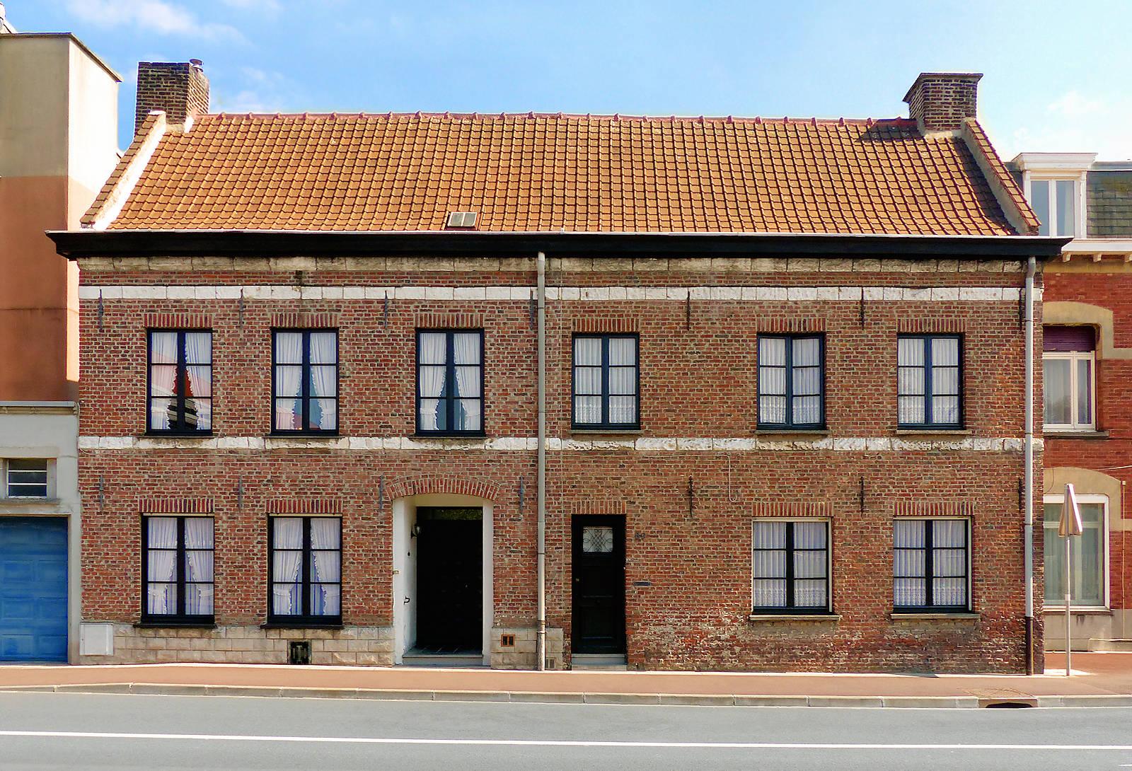 Maison en briques rouges de la rue des Ursulines