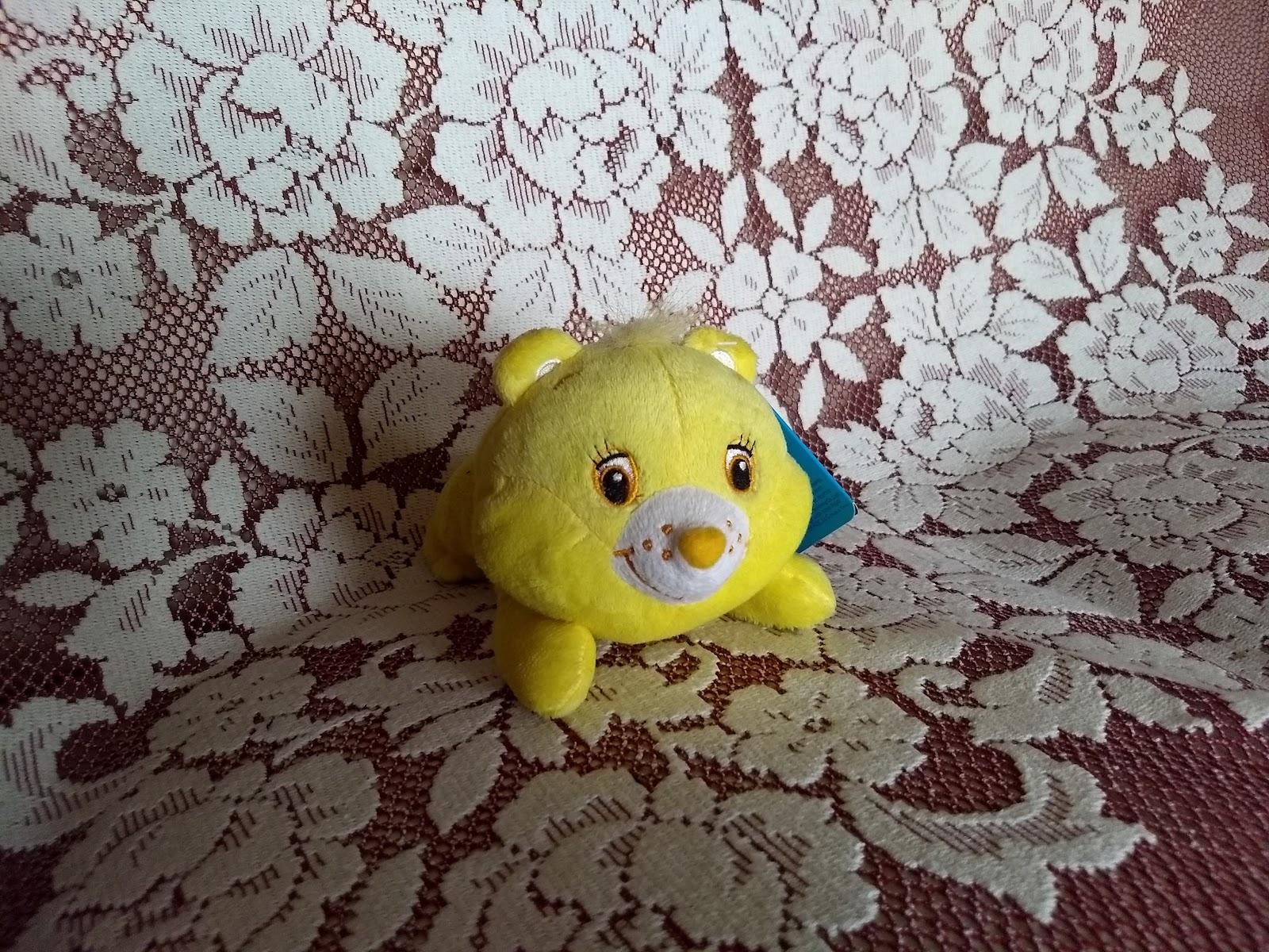 MOTOROLAのMoto G5 Plusのカメラで撮影したCare Bearsの黄色い小さなぬいぐるみ