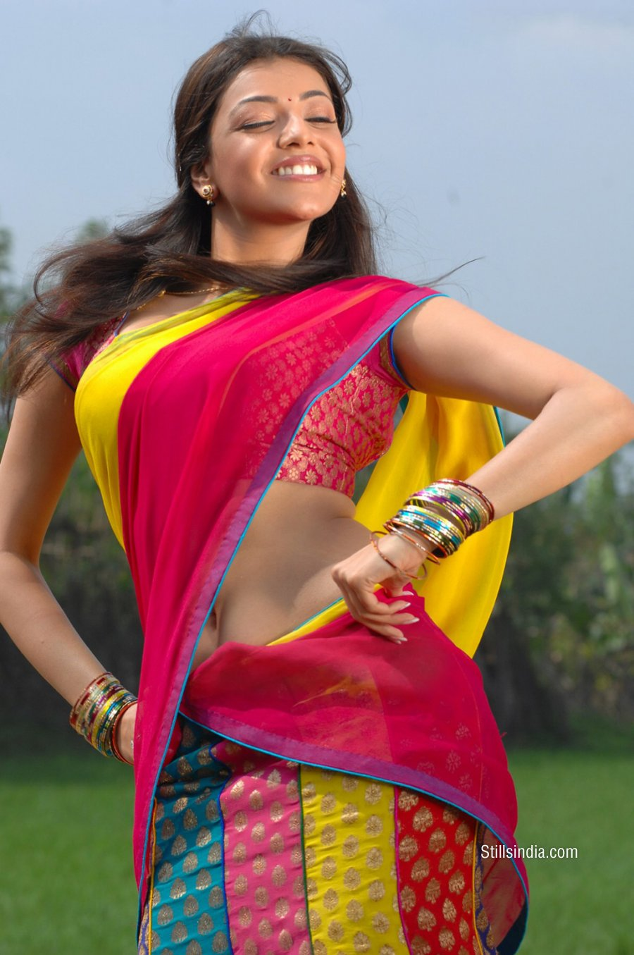 Desistarz: Kajal Agarwal Showing Navel And Belly Button In