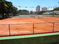 Quadras de tênis de saibro no Centro Esportivo Tietê em São Paulo