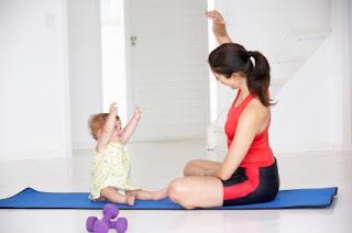 """<img src=""""bajar-de-peso-en-15-minutos.jpg"""" alt=""""una rutina de 15 minutos al día con ejercicios suaves para bajar de peso"""">"""
