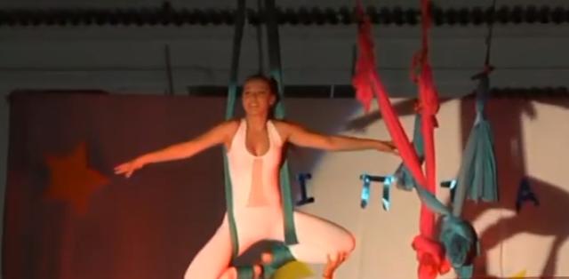 Εναέρια παράσταση από τους Ιπτάμενους στην πλατεία Αγίου Πέτρου  (βίντεο)