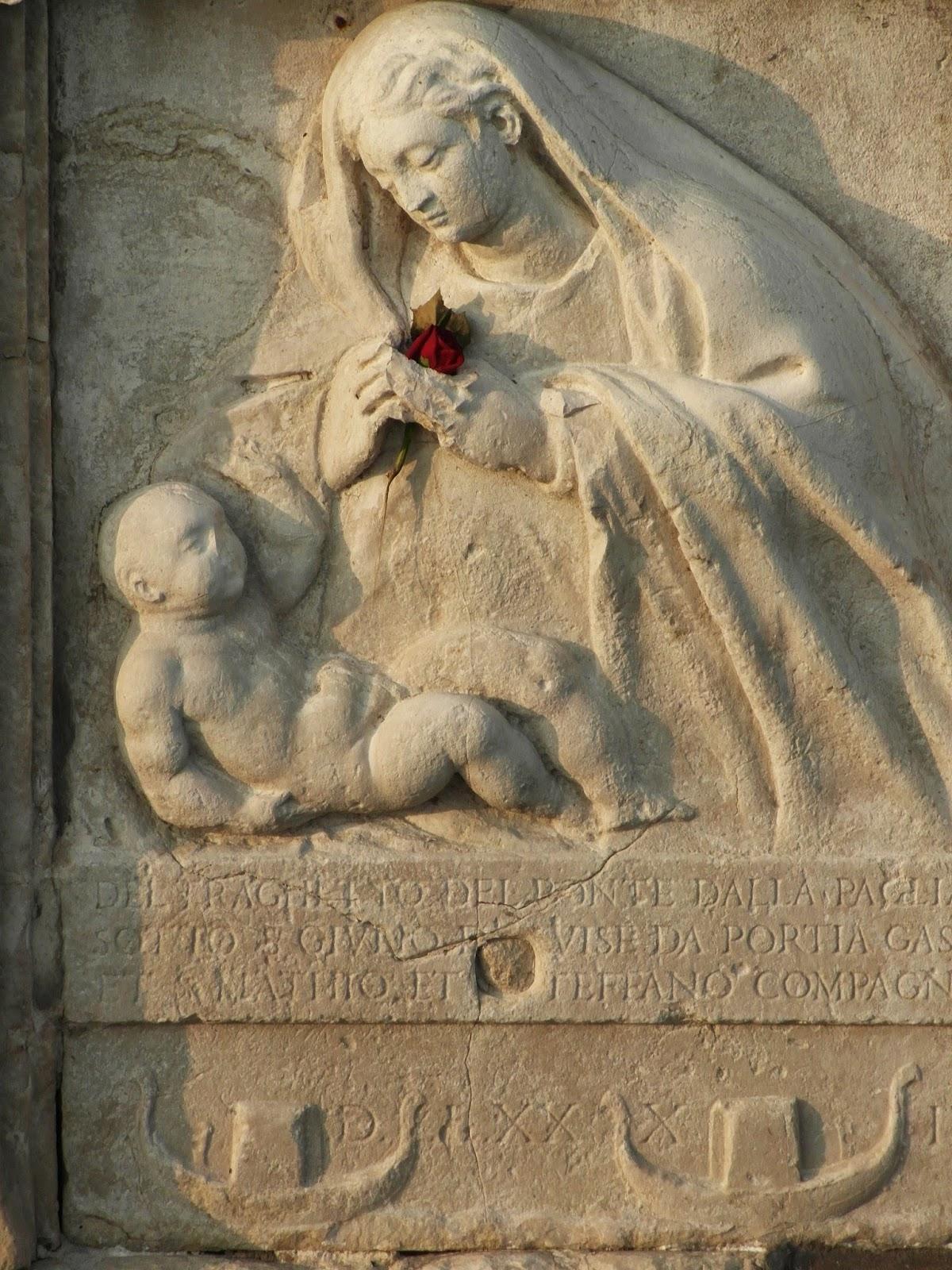 The shrine of the Madonna of the Gondoliers (Madonna dei Gondolieri), Ponte della Paglia, Venice