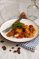 (Kurczak w sosie pomidorowym po marokańsku