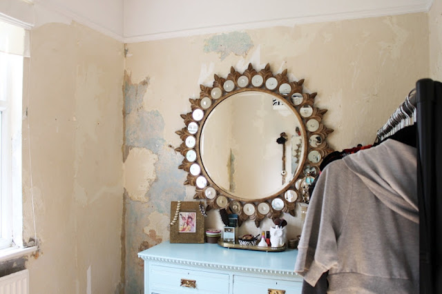Work has finally started on the dressing but we only went and discovered the devils work ie. woodchip wallpaper!