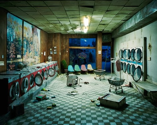 14-Laundromat-Nigh-Time-Photographer-Lori-Nix-Model-Making-Painting-Photography-www-designstack-co