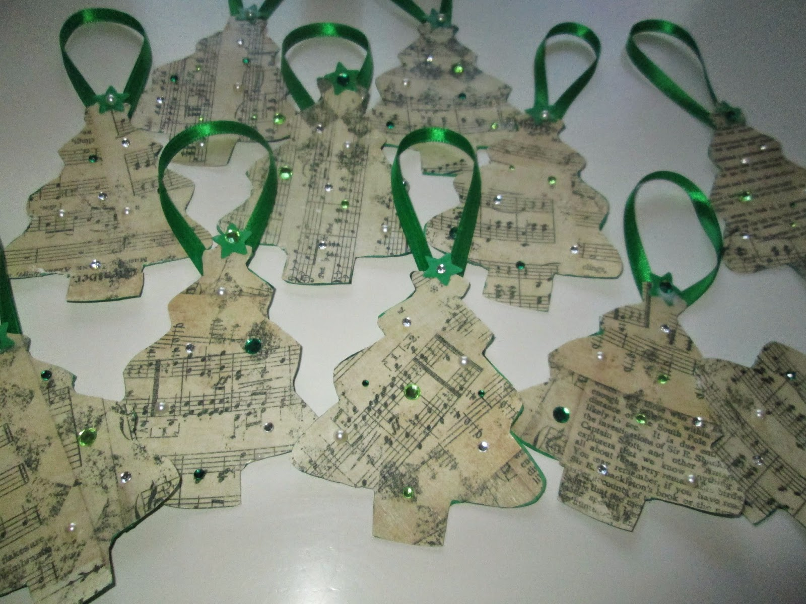 roommom27: Handmade Music Themed Christmas Tree Ornaments