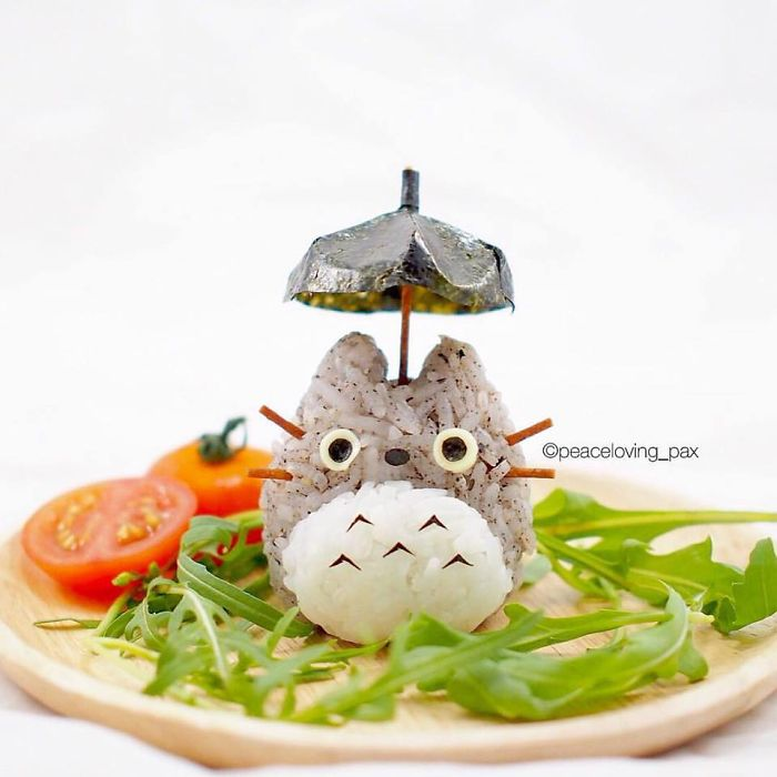 04-Totoro-Under-His-Umbrella-Nawaporn-Pax-Piewpun-aka-Peaceloving-Pax-Food-Art-Inspiration-for-your-Bento-Box