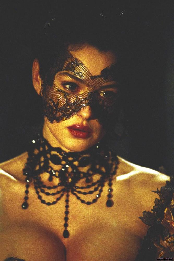 Monica bellucci brotherhood of the wolf