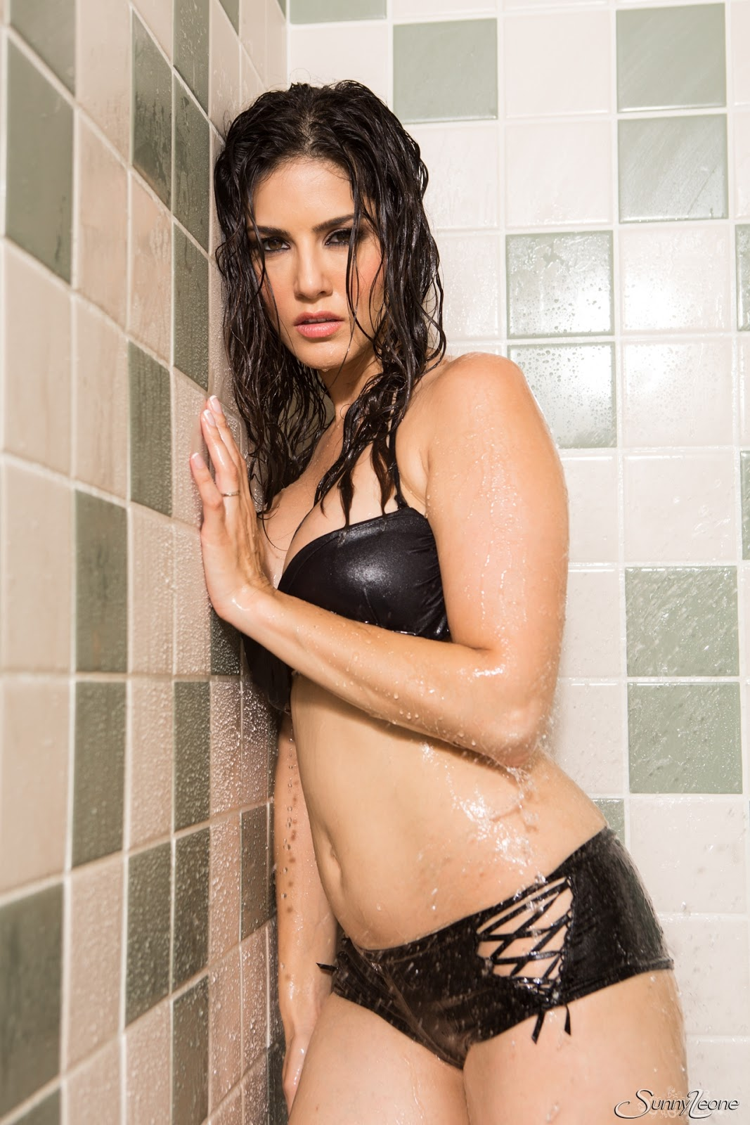 Sunny Leone Is Taking A Hot Shower While In Her Black Wet -6835