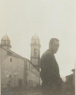 Camus, tendo ao fundo as torres da Basílica do Bom Jesus.