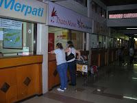 Oficina de de TransNusa,Aeropuerto de Denpasar, Isla de Flores, Isla de Bali, vuelta al mundo, round the world, La vuelta al mundo de Asun y Ricardo